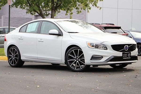 Volvo  S60 T5 FWD Dynamic